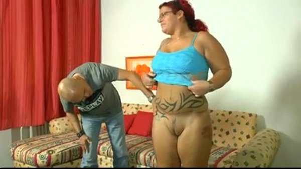 Tattooed Plump Girl Banged On The Couch Ruiva Novinha