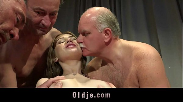 Young Nurse Gangbanged By Five Old Doctors At Novinha Gangbang